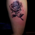 Tattoo in Paderborn: Rose mit Bluttropfen