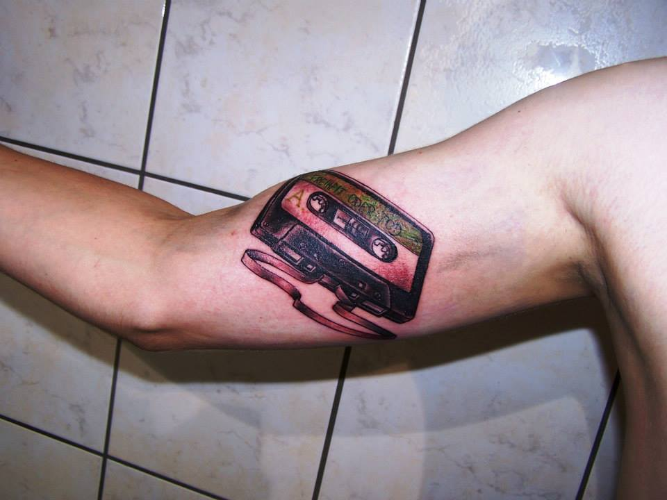 Tattoos einer Musikkassette - Tattoostudio Paderborn